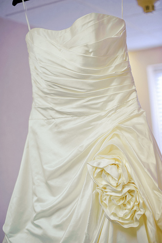 Donate wedding dresses wedding flowers 2013 for Donate older wedding dress